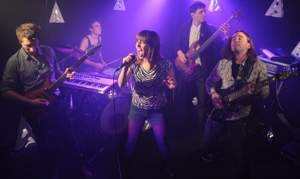 Alternine band